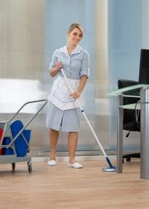 rengoeringsdame-kontor-vaske-gulv